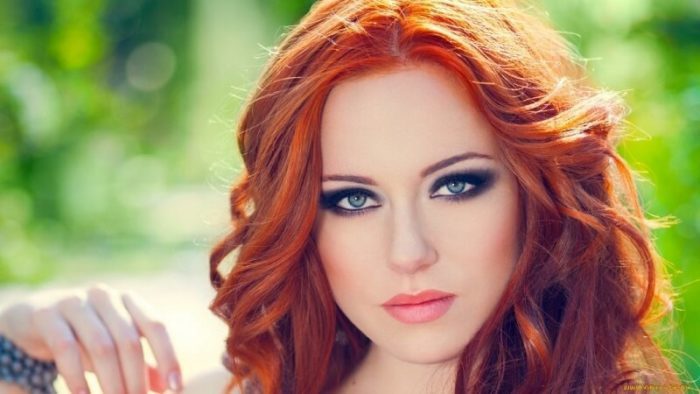 Какой цвет волос подходит к зеленым глазам