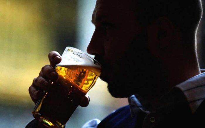 сколько алкоголь держится в организме