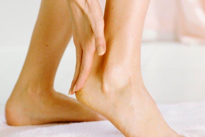 Сухая кожа на ногах 55 лет